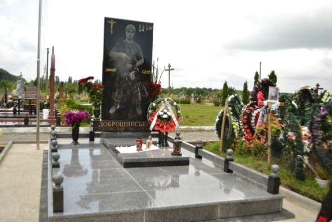 У Кам'янці відбулося освячення пам'ятника Герою Ростиславу Доброшинському