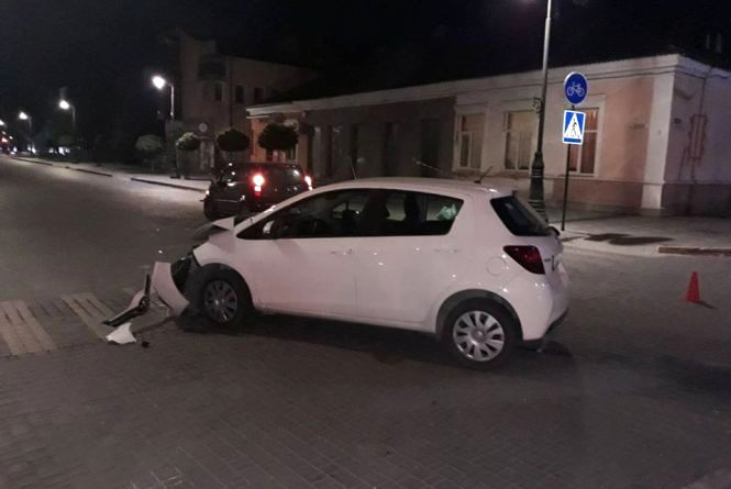 У Кам`янці на перехресті зіткнулися автомобілі (ФОТО)