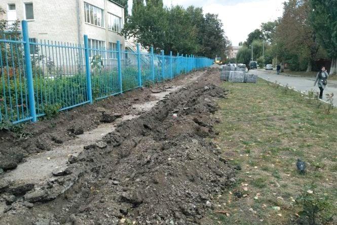 У Кам`янці продовжуються планові ремонти тротуарів