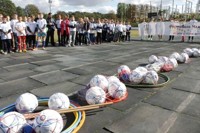 У Кам`янці для школярів організували відкриті уроки футболу