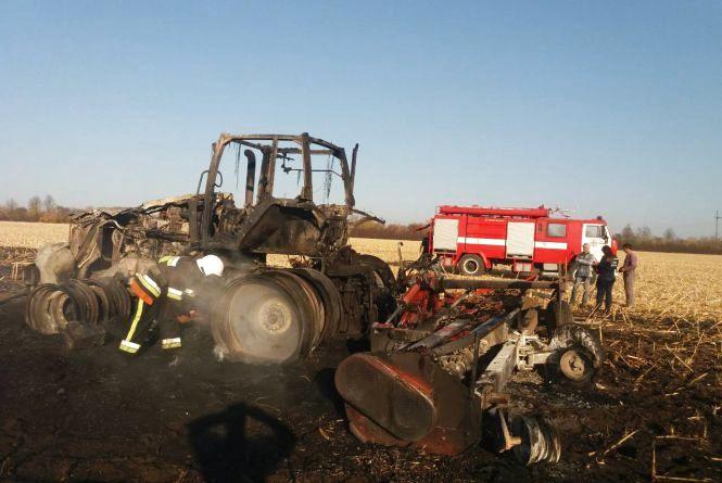 Пожежники із Кам'янця гасили трактор