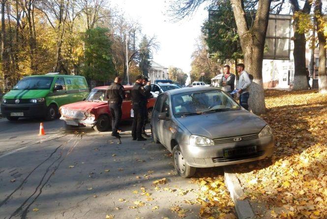 П'яний кам'янчанин врізався припаркований на узбіччі автомобіль