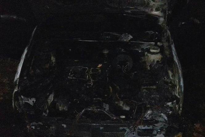 Вночі на Черемушках Кам'янця палав автомобіль