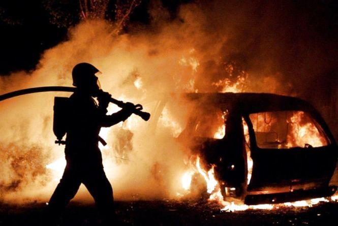 Кам'янецькі пожежники гасили автомобіль