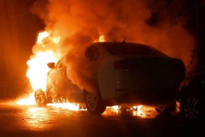 Цієї ночі у Кам'янці палало авто