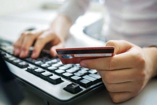 Обмін грошей, дзвінок з банку і товар з інтернету - як шахраї ошукали жителів Хмельниччини