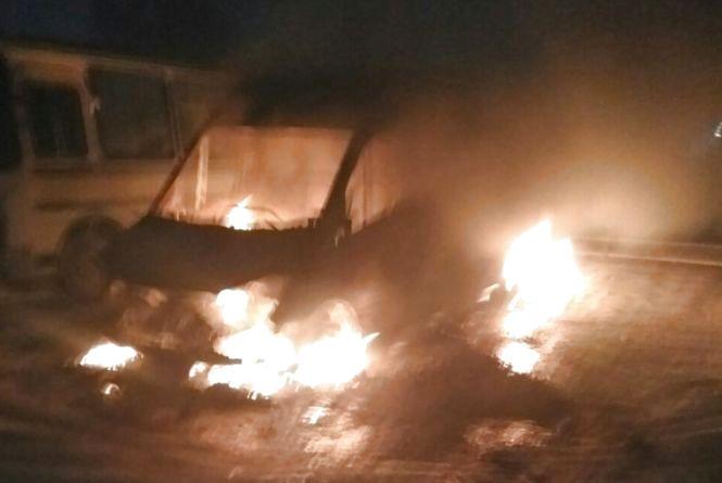 Палаюча п'ятниця на Кам'янеччині: горіли житловий будинок і авто