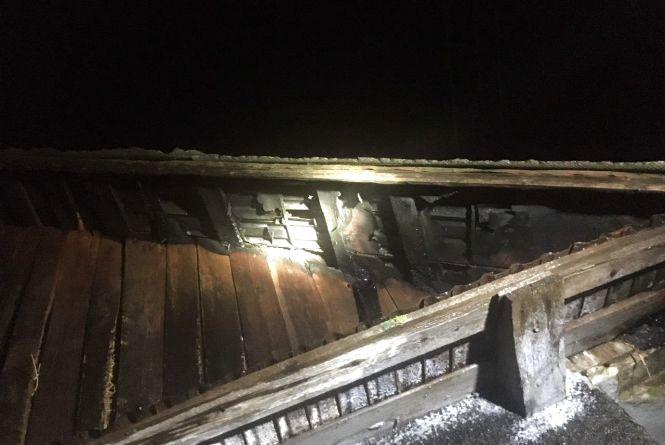 Рятівники у новорічну ніч гасили будинок на Кам'янеччині