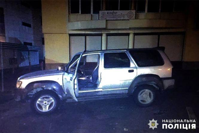 Кам'янецькі поліцейські затримали п'яного юнака, який викрав позашляховик