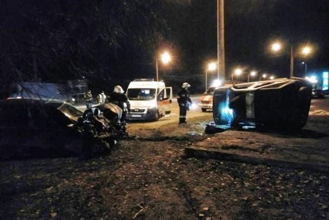 У Кам'янці зіштовхнулися автівки Opel Omega та Land Rover