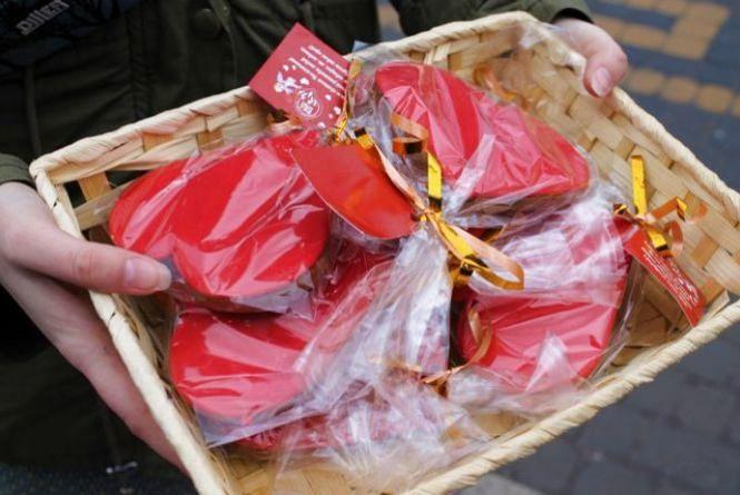 Кам'янчан пригощали солоденьким у честь св. Валентина (ФОТО)