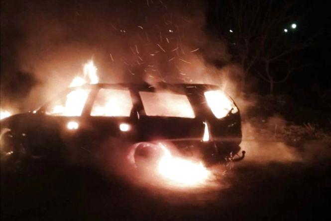 Вночі поблизу села Гуменці горів автомобіль