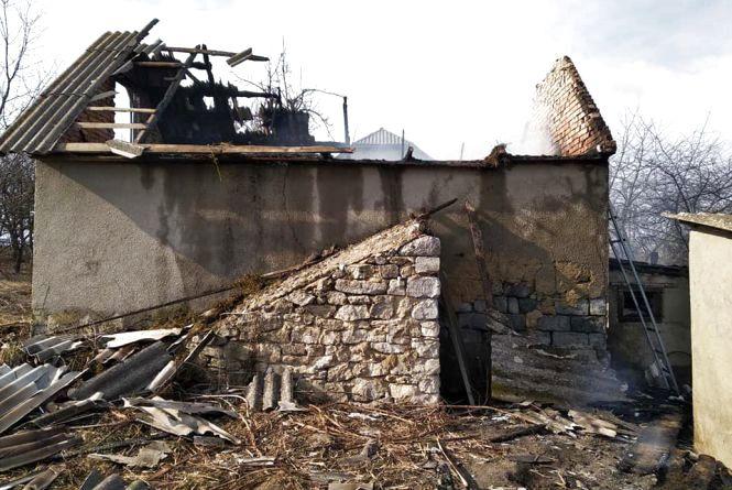Кам'янецькі рятувальники погасили вогонь у господарчій споруді