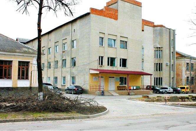 Як просувається ремонт заїзду до приймальні міської лікарні Кам'янця?