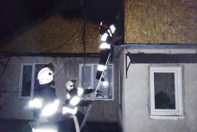 Вогнеборці Кам'янця погасили горище житлового будинку