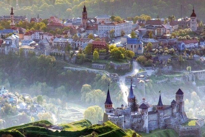 Фестивальний Кам'янець запрошує: чому варто завітати до міста у травні?