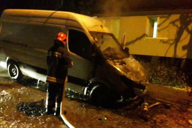 Вночі у Кам'янці згорів вантажний автомобіль