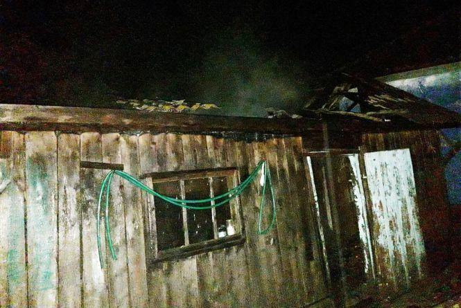 Вночі в Оринині ледь не згоріла господарча споруда