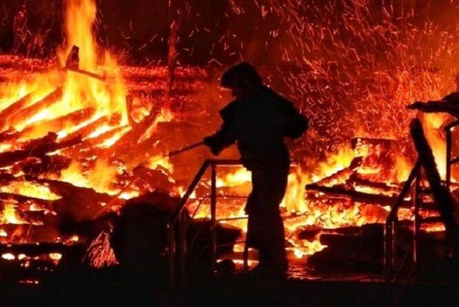 У селі Кам'янка через недопалок загорівся будинок