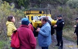 У Кам`янці поліція зупинила рух  БРДМ-2 з 8 туристами на борту