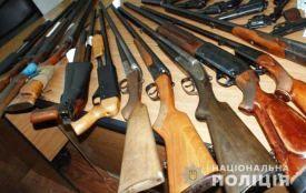 Стало відомо скільки зброї протягом жовтня здали українці до поліції
